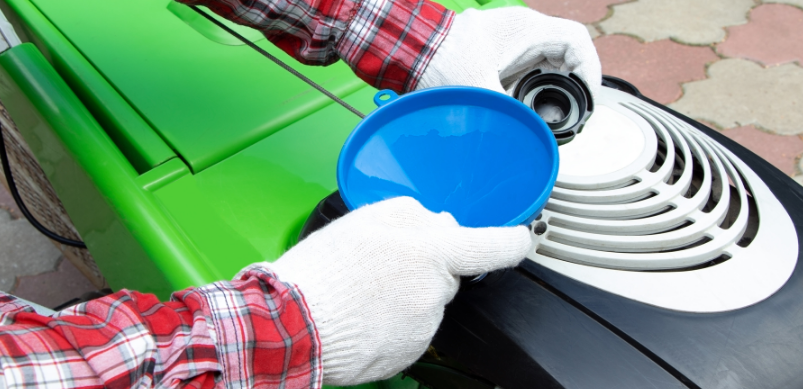 Comment changer l'huile de votre tondeuse à gazon ?